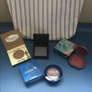 Other - Ipsy bag-assorted eye shadows and mini bronzer